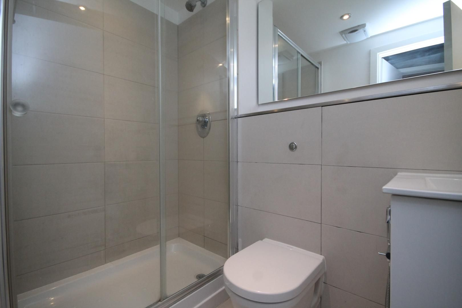 2 bed flat to rent in Lumina Building  - Property Image 6