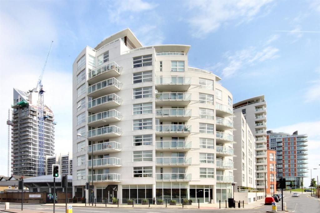 2 bed flat to rent in Lumina Building  - Property Image 8