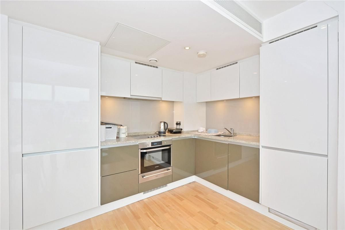 2 bed flat to rent in Landmark West Tower  - Property Image 3