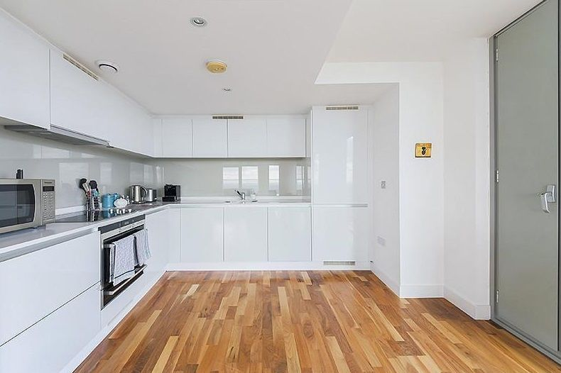 3 bed flat to rent in Landmark West Tower  - Property Image 3