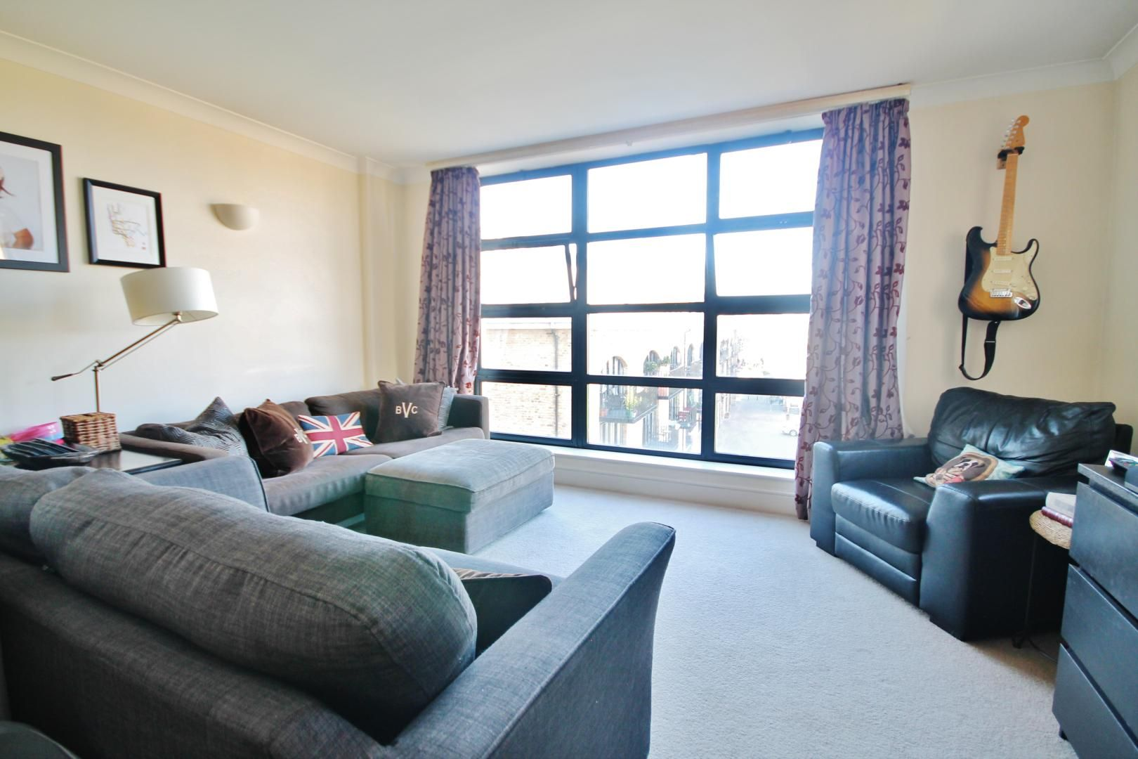 2 bed flat to rent in Wheel House, E14