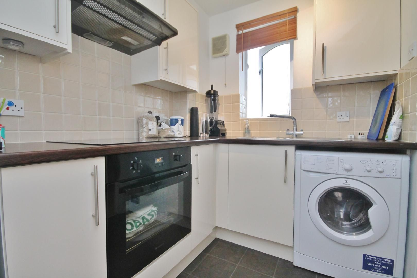 1 bed flat for sale in Telegraph Place  - Property Image 2
