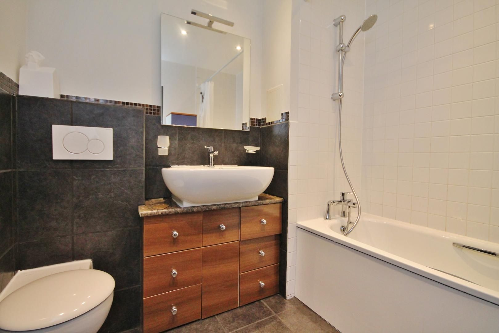 3 bed flat for sale in Newport Avenue  - Property Image 8