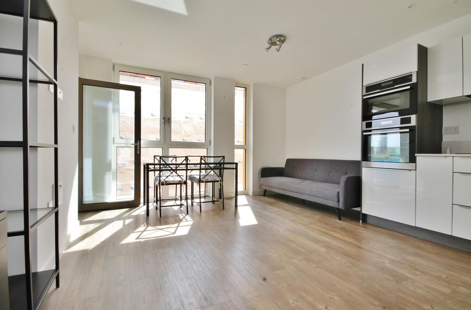 1 bed flat to rent in Loop Court, SE10