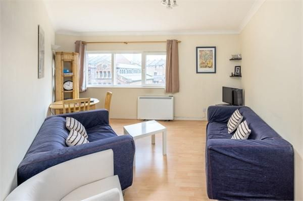 2 bed flat for sale in Westferry Road, E14