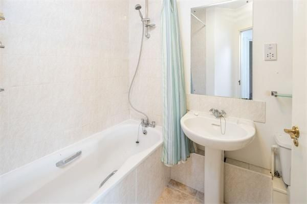 2 bed flat for sale in Westferry Road  - Property Image 5