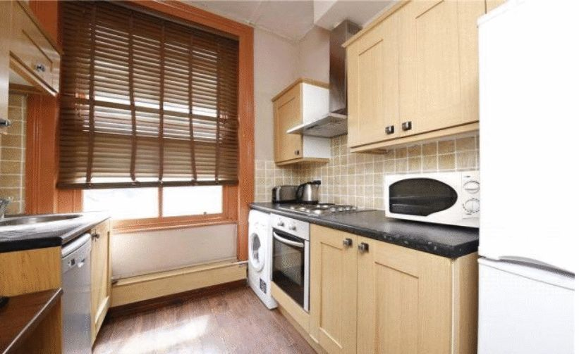 Flat to rent in Chicksand Street  - Property Image 1