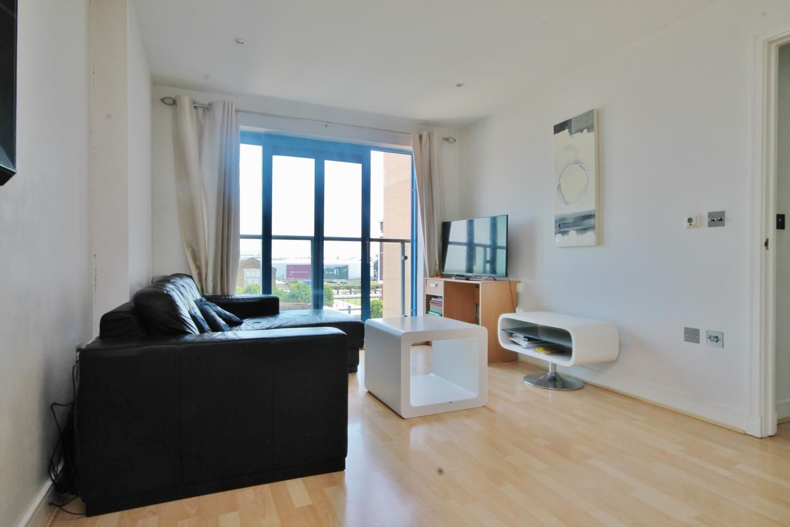 2 bed flat for sale in Western Gateway  - Property Image 3