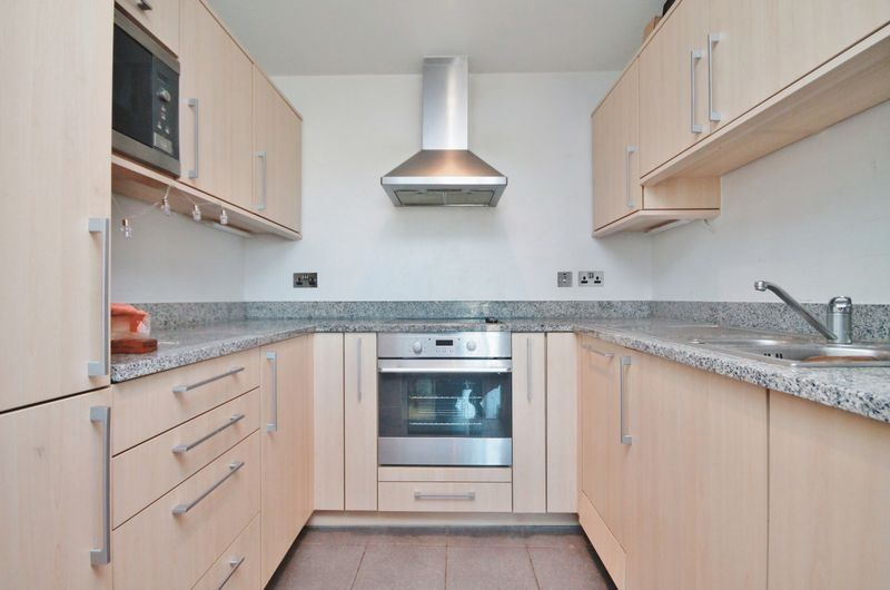 2 bed flat for sale in Western Gateway  - Property Image 4
