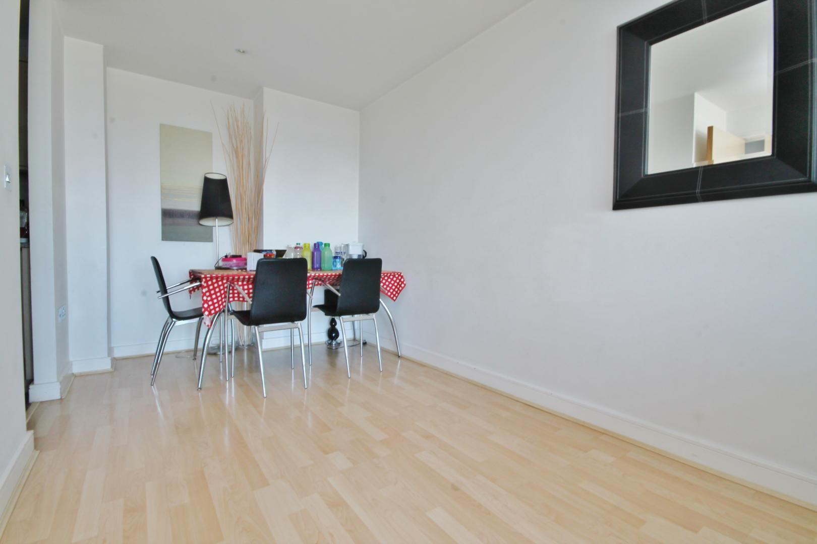 2 bed flat for sale in Western Gateway  - Property Image 5