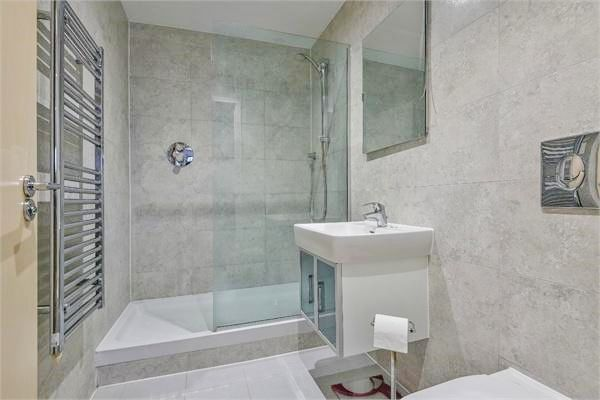 2 bed flat for sale in Western Gateway  - Property Image 7