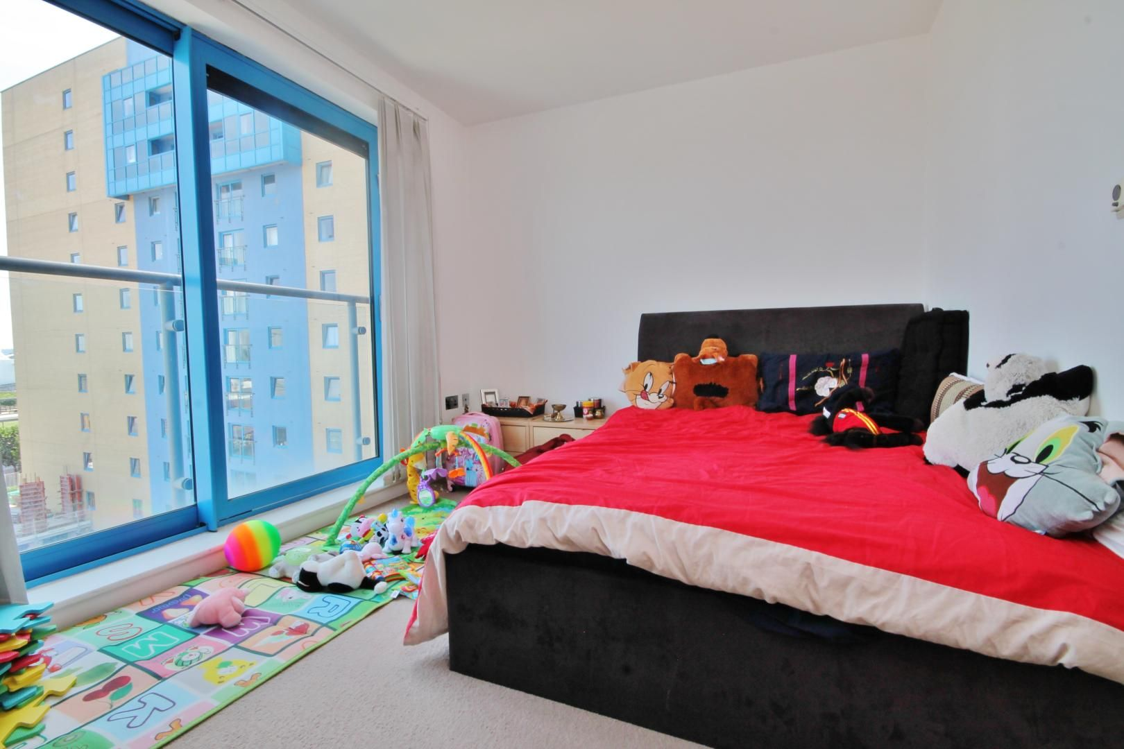 2 bed flat for sale in Western Gateway  - Property Image 8