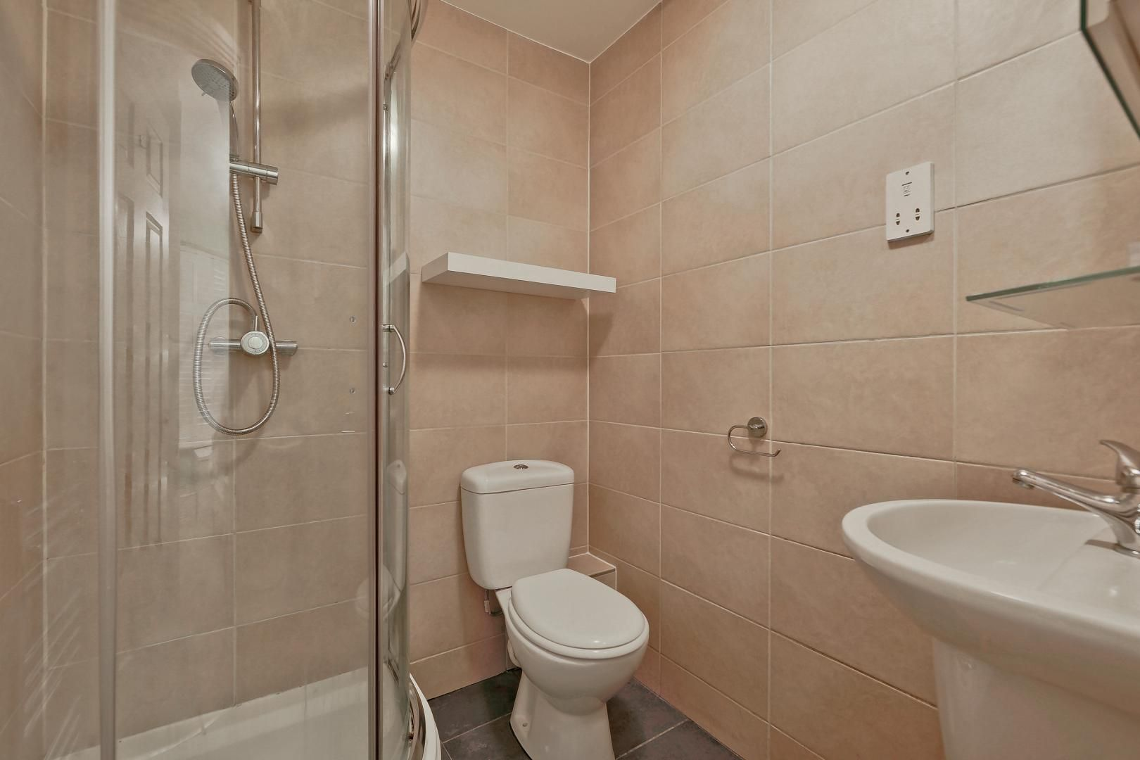 2 bed flat for sale in Galleons View  - Property Image 6