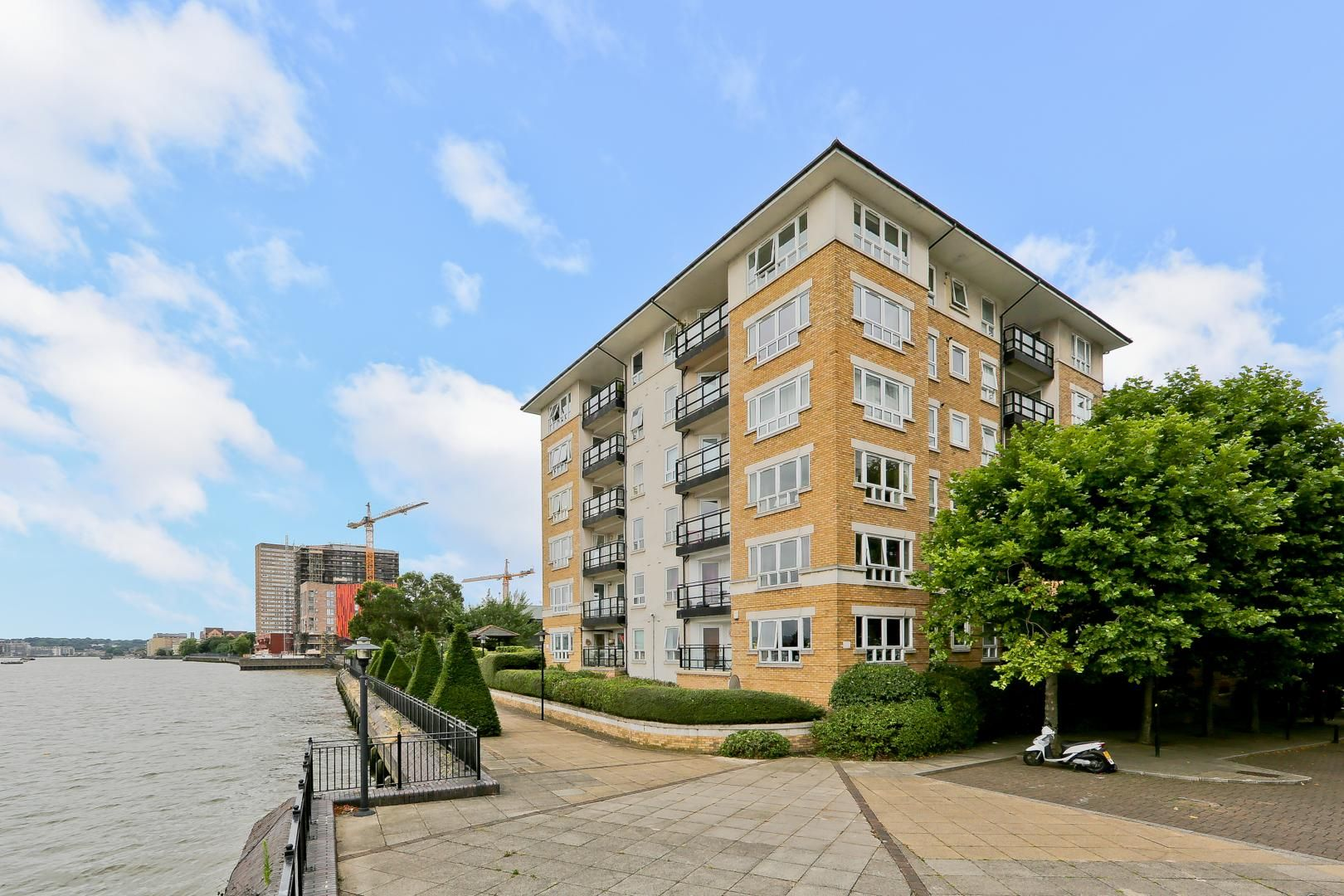 2 bed flat for sale in Galleons View  - Property Image 9