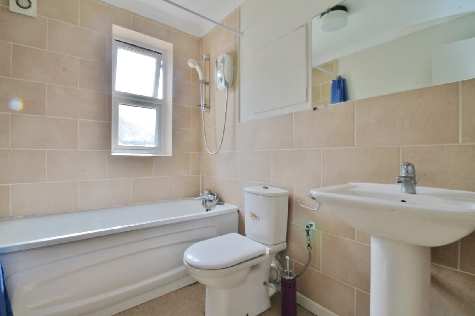 1 bed flat to rent in Leerdam Drive  - Property Image 3