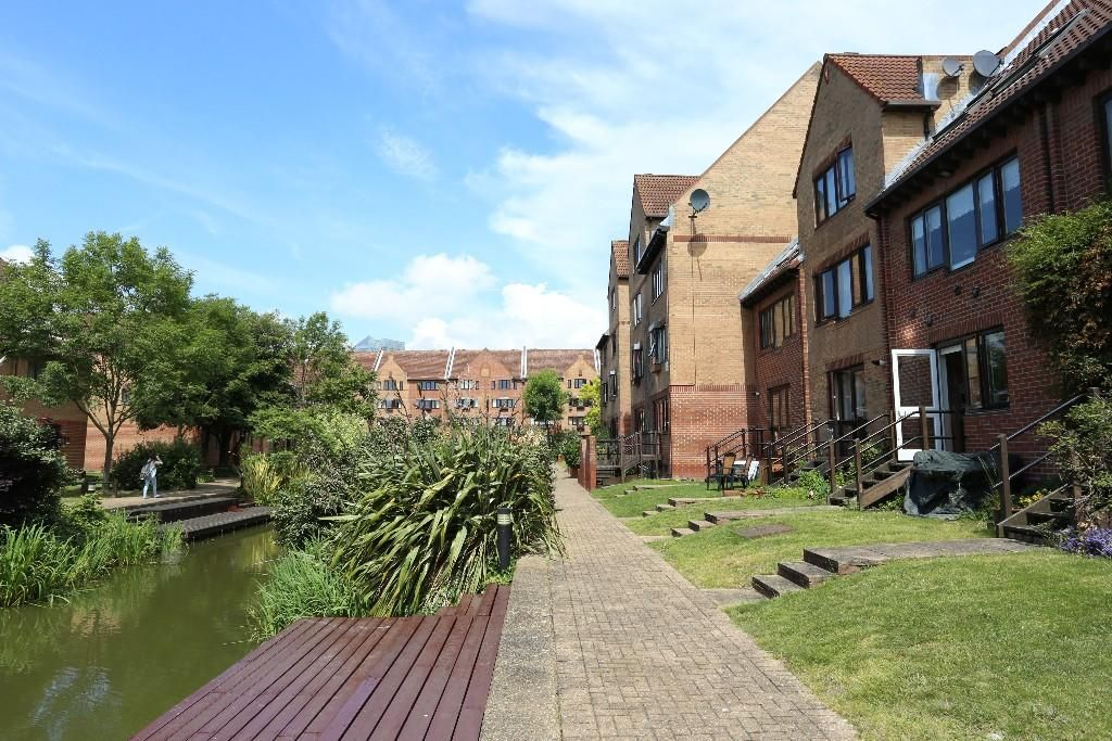 1 bed flat to rent in Leerdam Drive  - Property Image 6