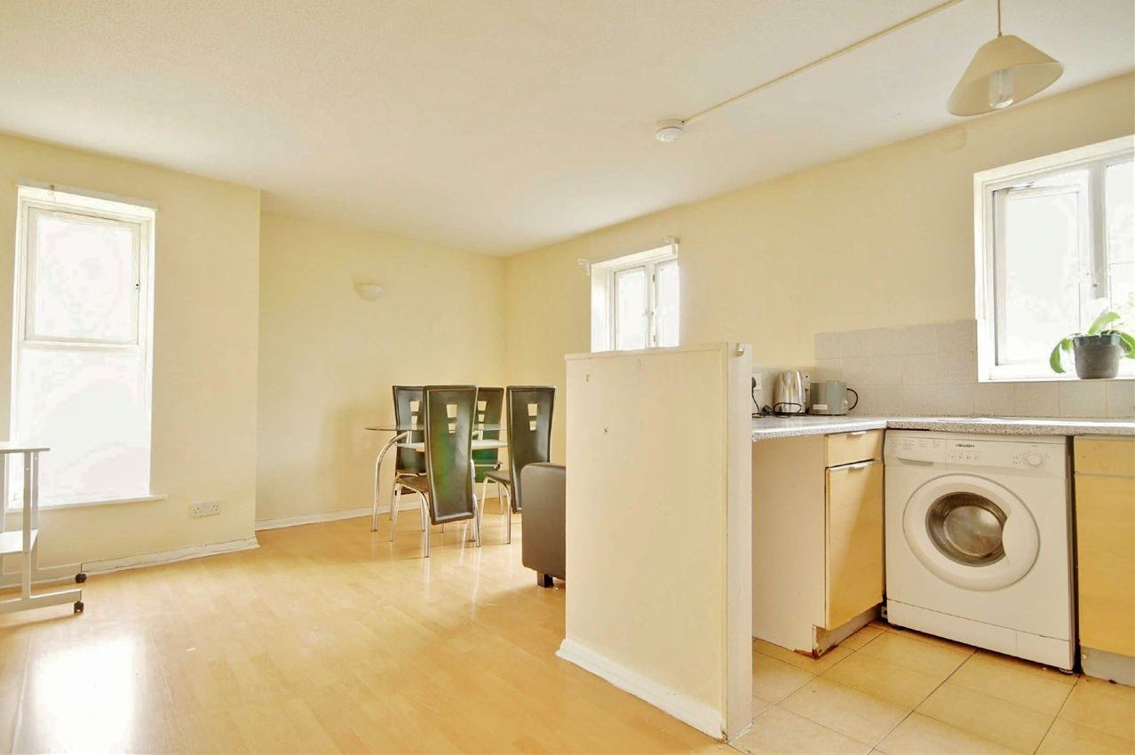 2 bed flat to rent in Tollgate Road  - Property Image 2