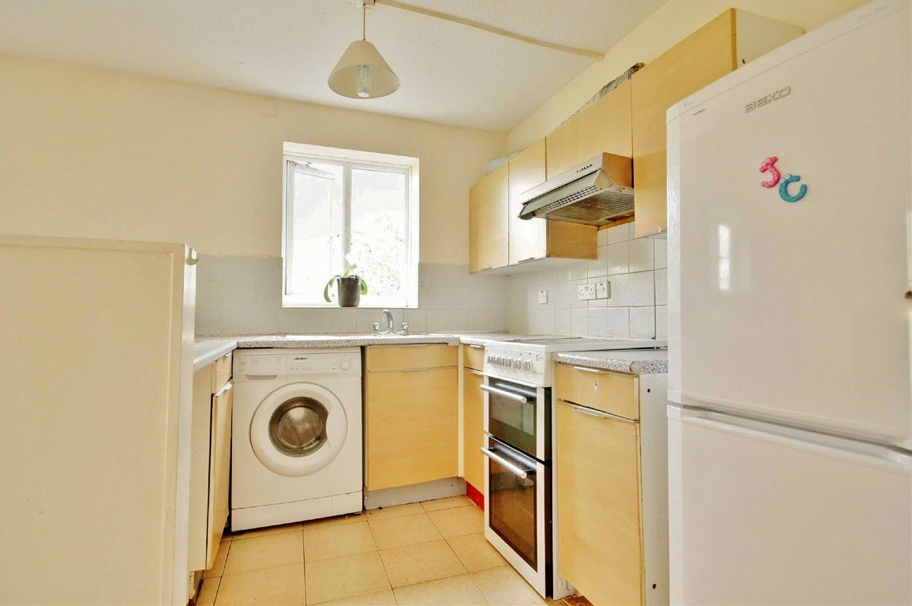 2 bed flat to rent in Tollgate Road  - Property Image 3