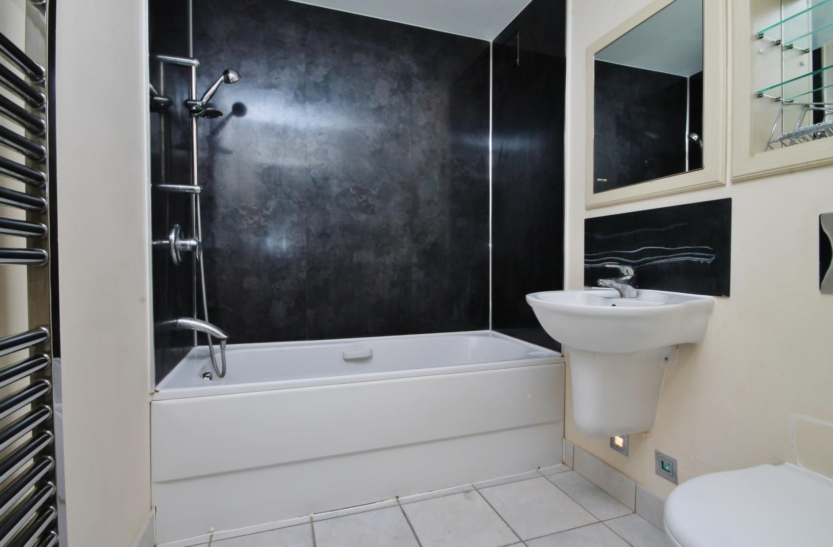 2 bed flat for sale in Millharbour  - Property Image 9