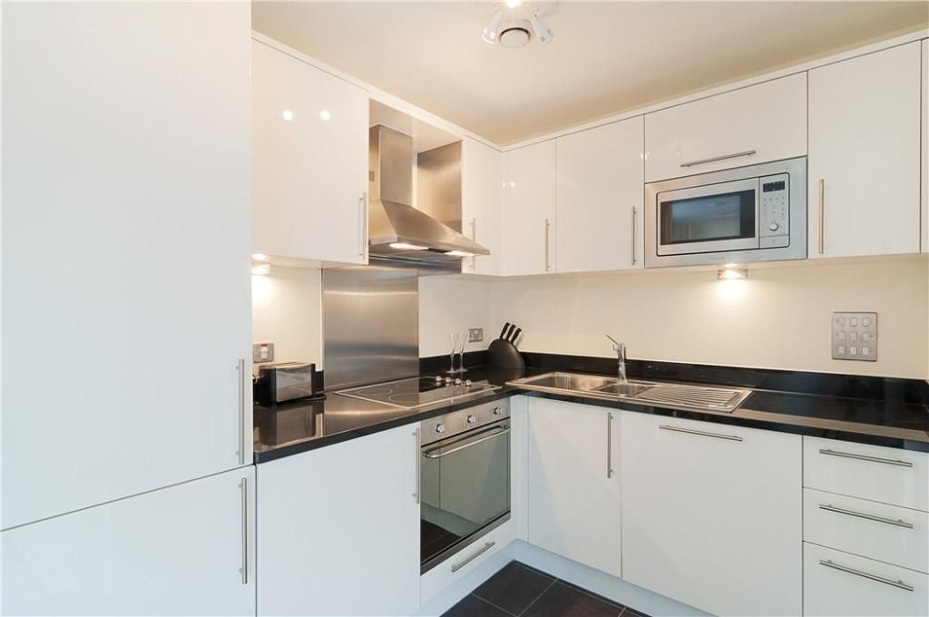 1 bed flat to rent in Wharfside Point South - Property Image 1
