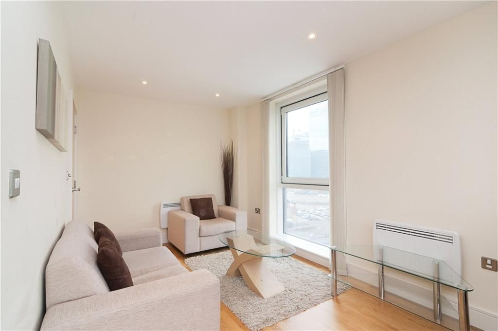 1 bed flat to rent in Wharfside Point South  - Property Image 2