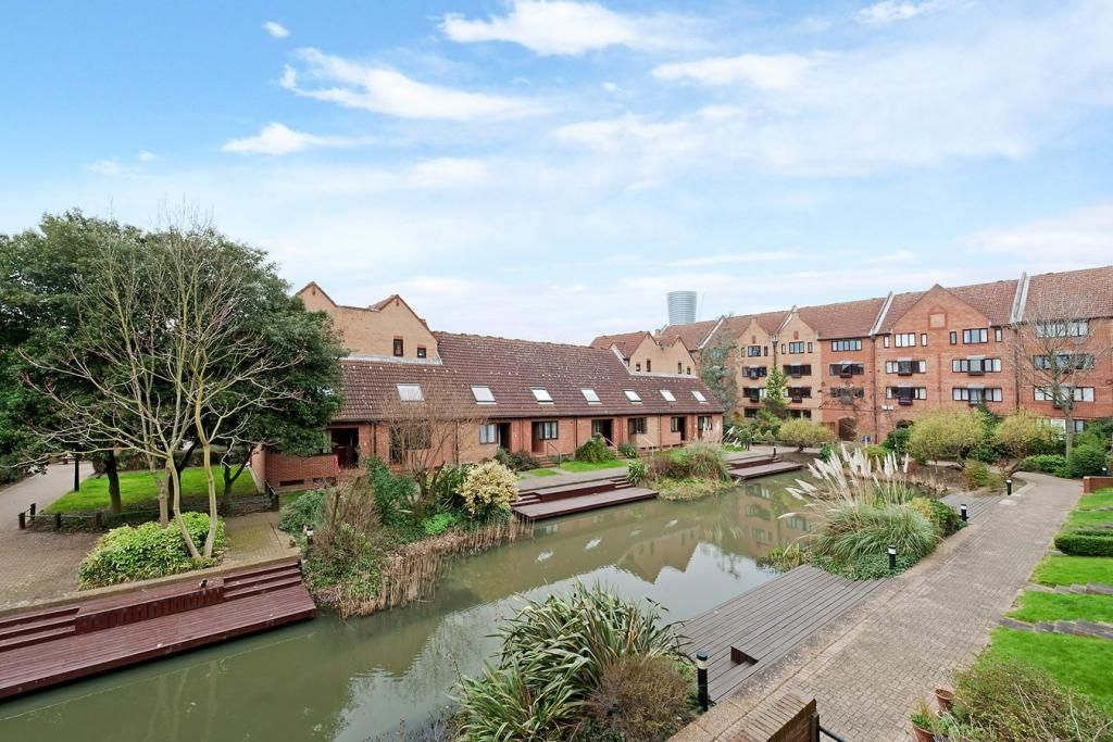 1 bed flat for sale in Leerdam Drive, E14
