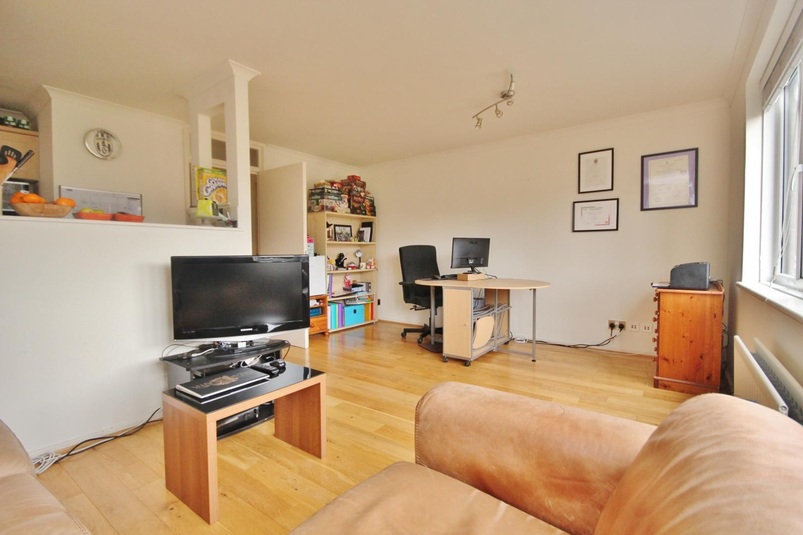 1 bed flat for sale in Leerdam Drive  - Property Image 2