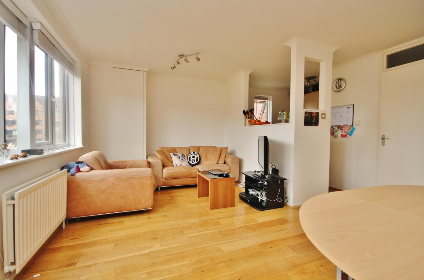 1 bed flat for sale in Leerdam Drive  - Property Image 4