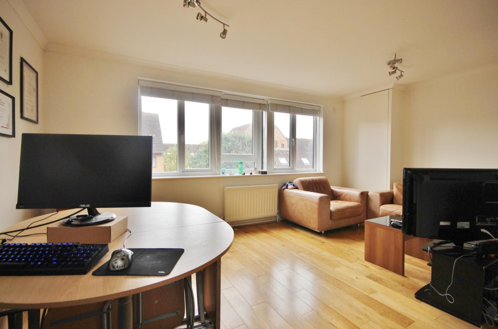 1 bed flat for sale in Leerdam Drive  - Property Image 6