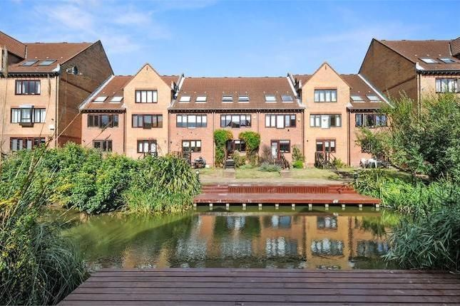 1 bed flat for sale in Leerdam Drive  - Property Image 9