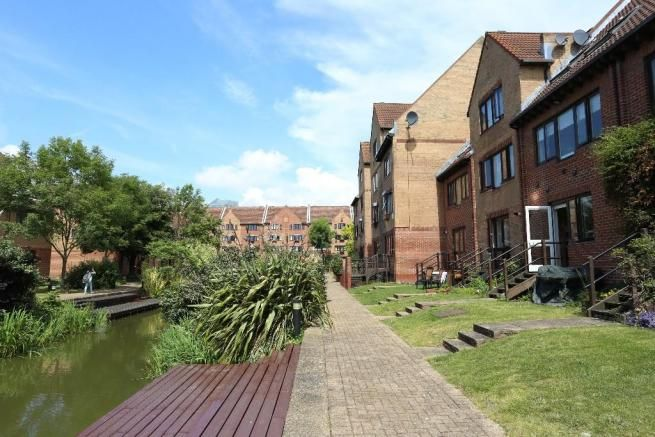 1 bed flat for sale in Leerdam Drive  - Property Image 10