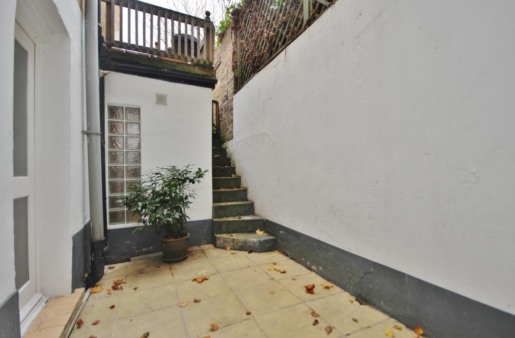 1 bed flat to rent in Woodstock Terrace  - Property Image 2