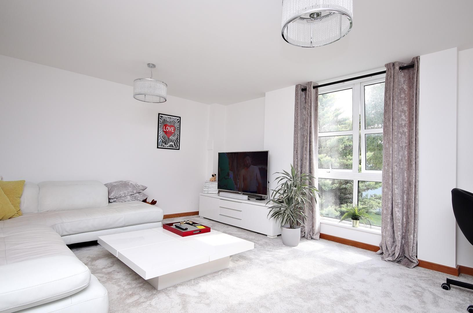 1 bed flat for sale in Barrier Point Road  - Property Image 3
