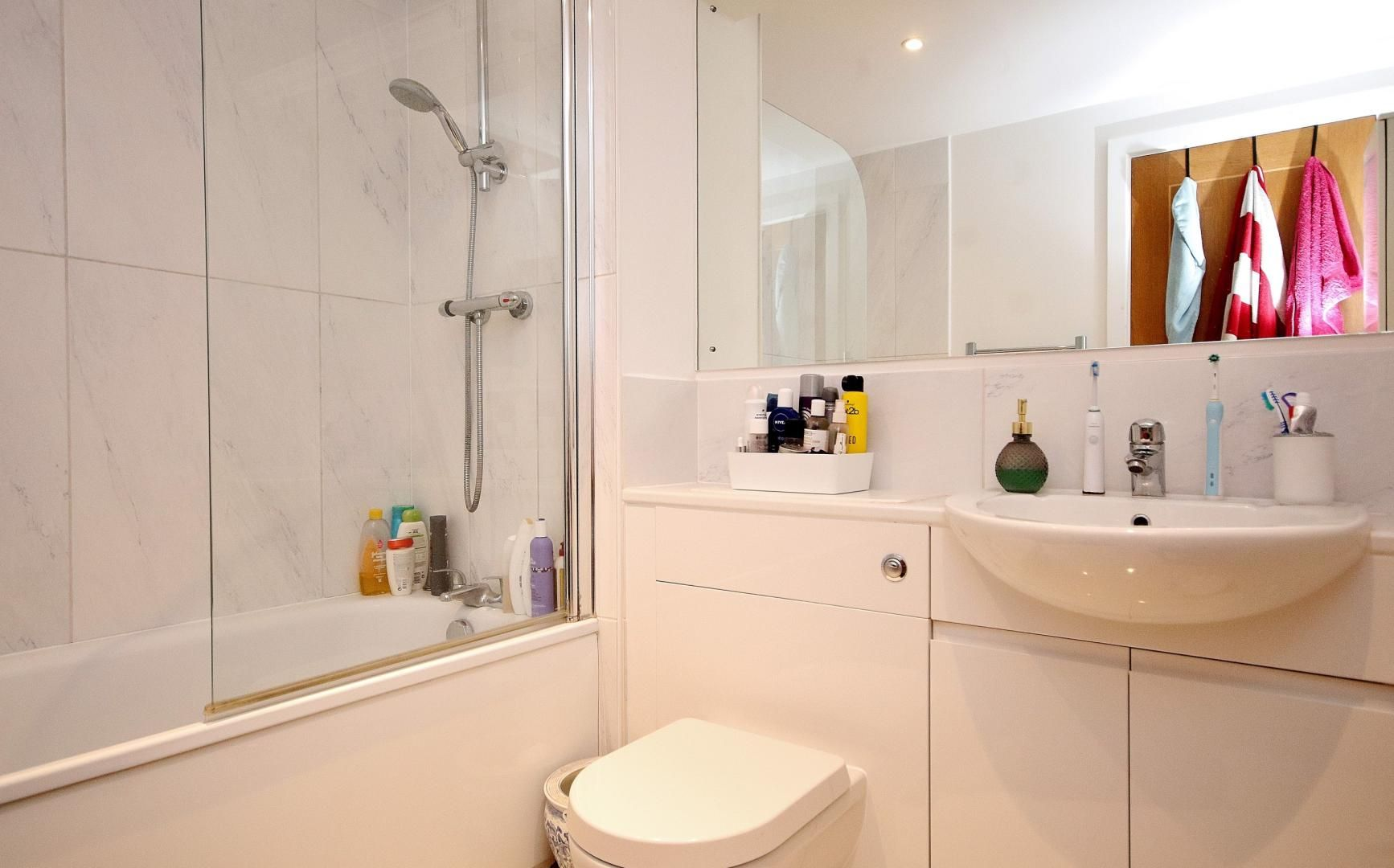 1 bed flat for sale in Barrier Point Road  - Property Image 6