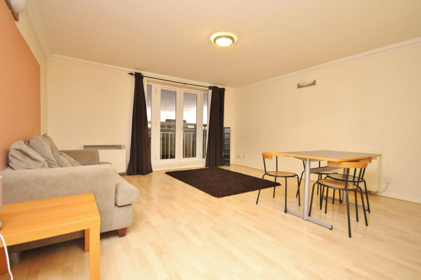 2 bed flat to rent in 3 Millennium Drive, E14