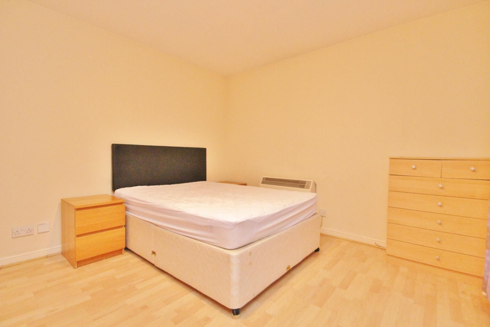 2 bed flat to rent in 3 Millennium Drive  - Property Image 4