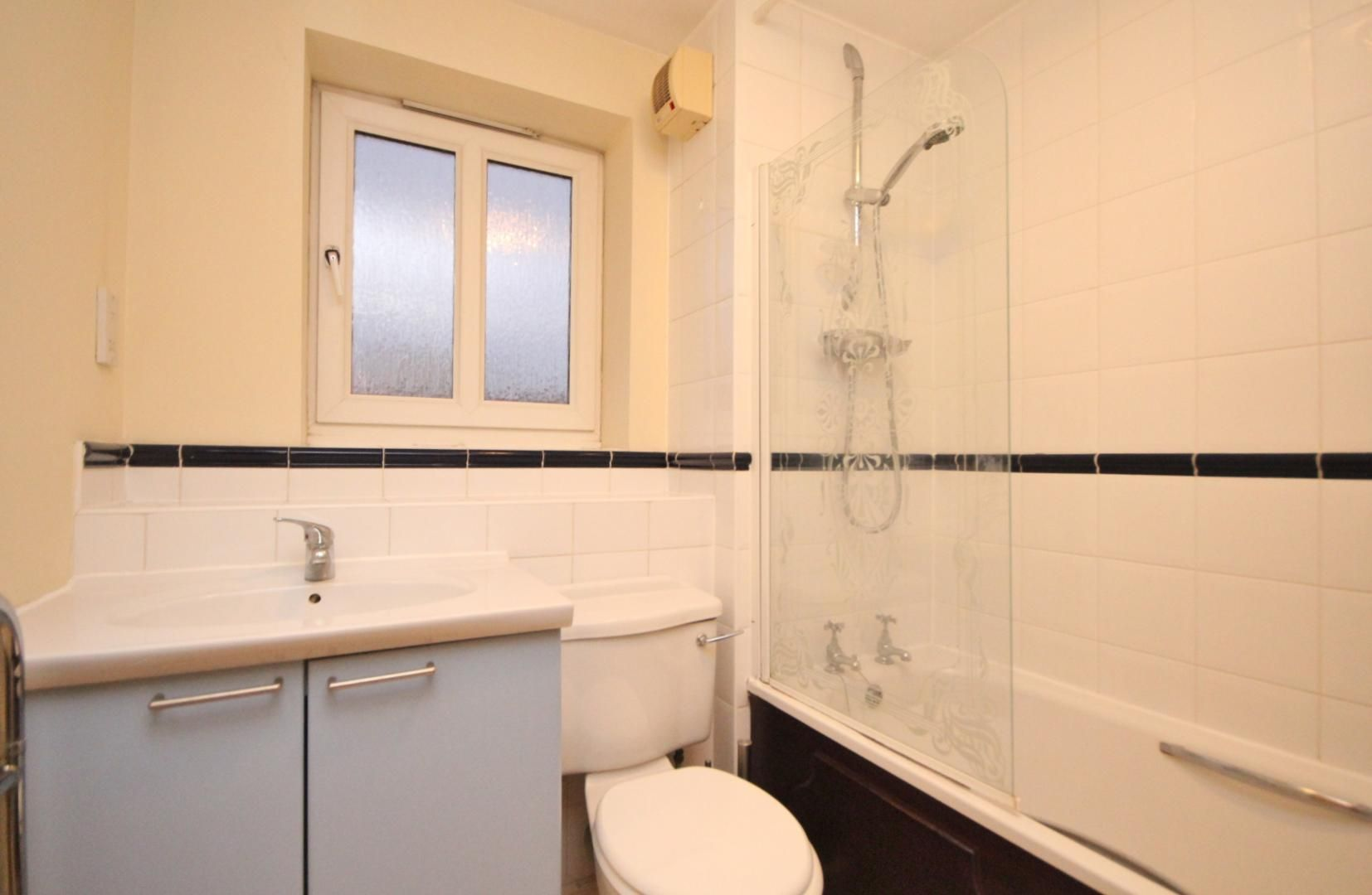 2 bed flat to rent in 3 Millennium Drive  - Property Image 6