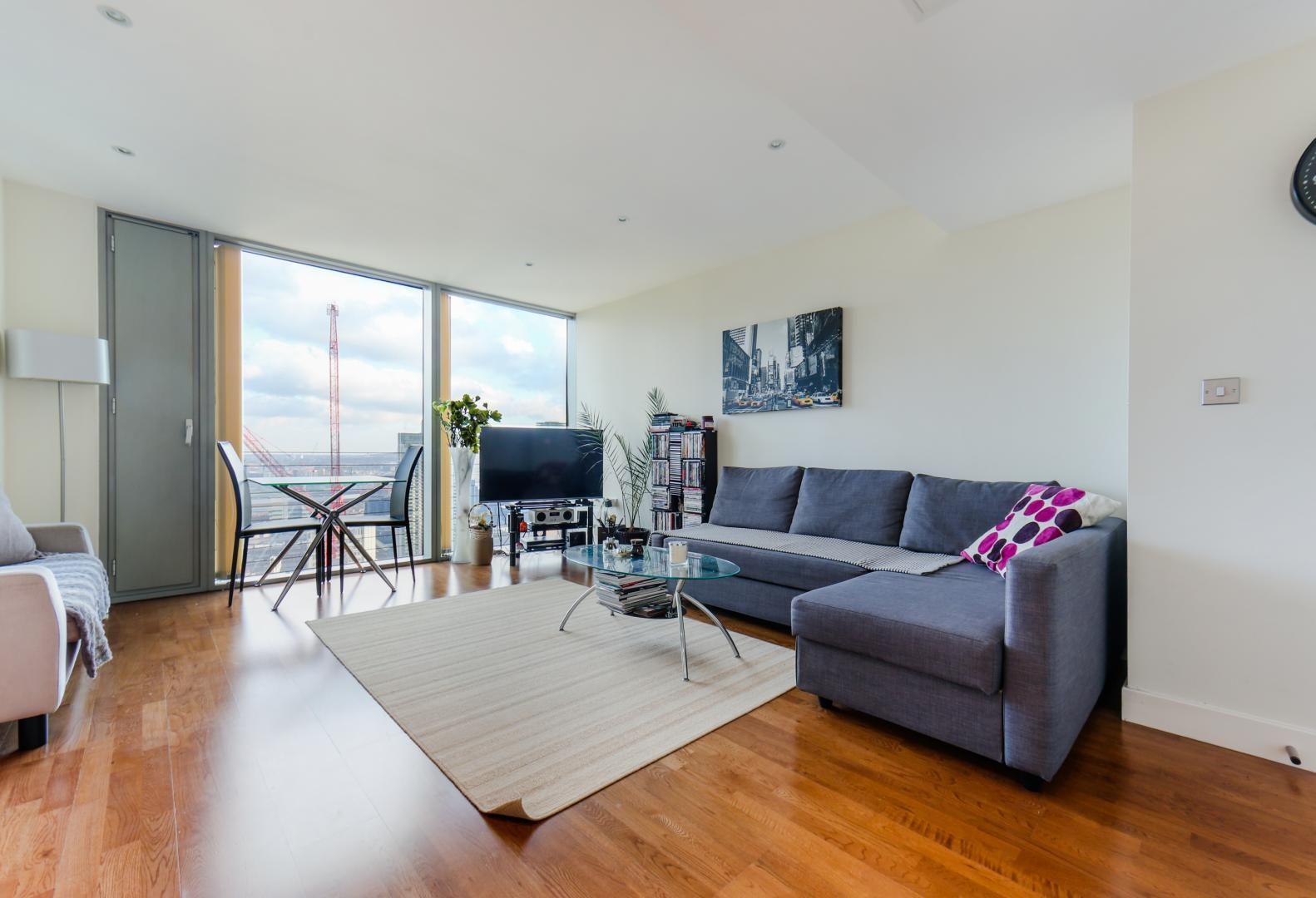 1 bed flat for sale in Landmark East Tower  - Property Image 2