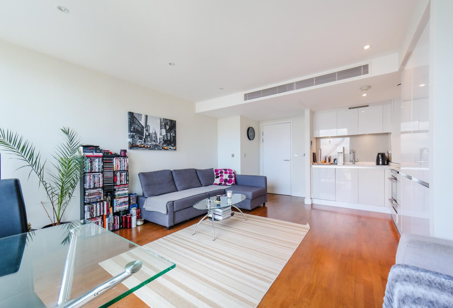 1 bed flat for sale in Landmark East Tower  - Property Image 7