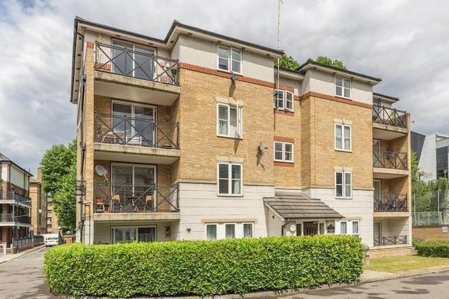 2 bed flat to rent in Stoneyard Lane, E14