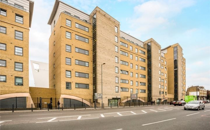 2 bed flat for sale in 600 Commercial Road - Property Image 1