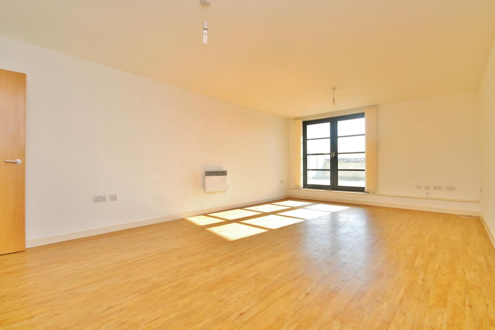2 bed flat for sale in 600 Commercial Road  - Property Image 3