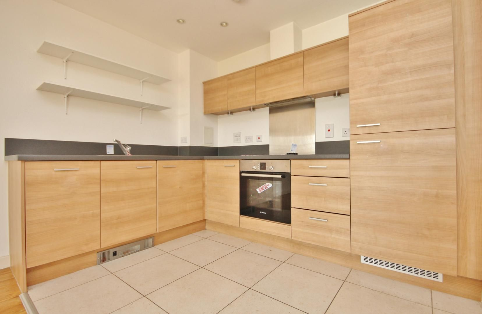 2 bed flat for sale in 600 Commercial Road  - Property Image 4