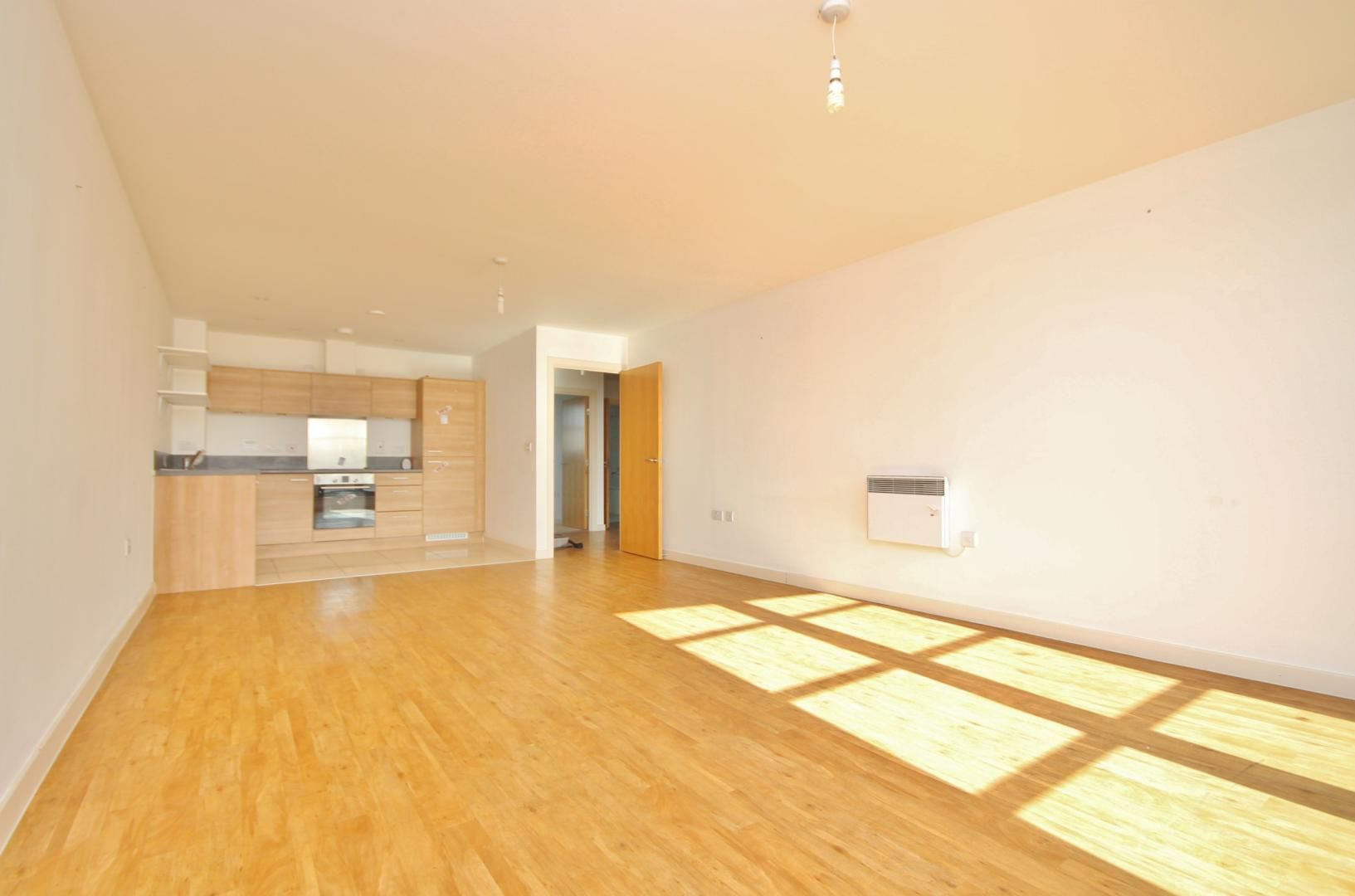 2 bed flat for sale in 600 Commercial Road  - Property Image 5