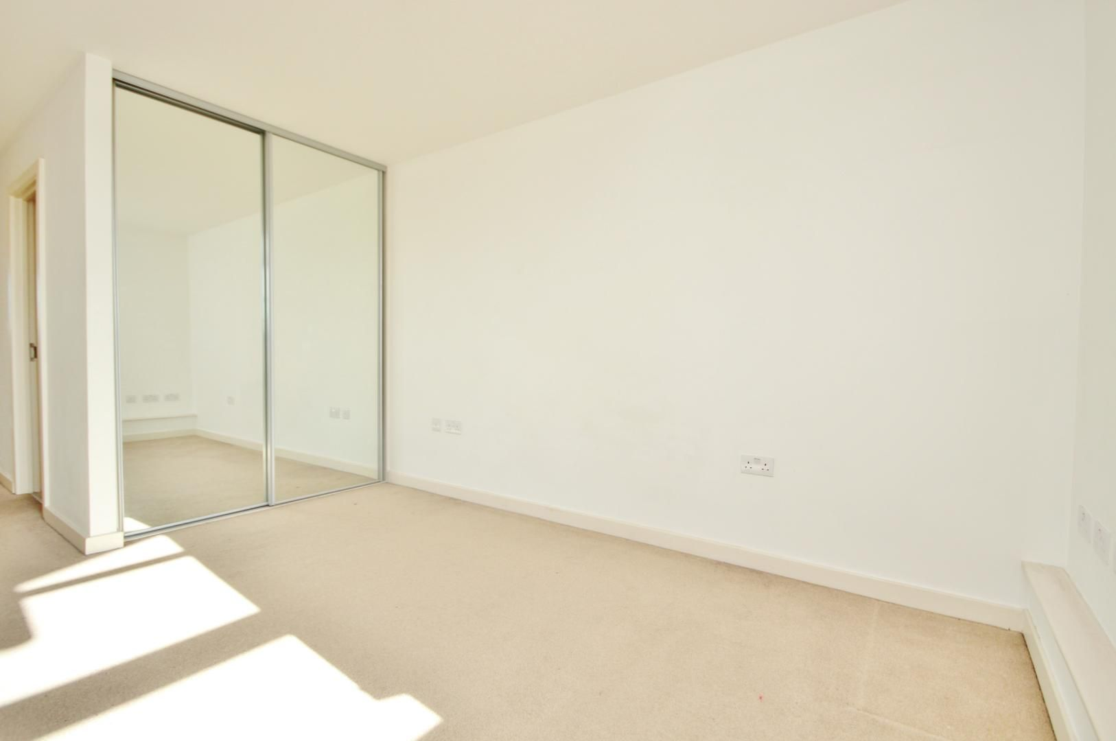 2 bed flat for sale in 600 Commercial Road  - Property Image 7