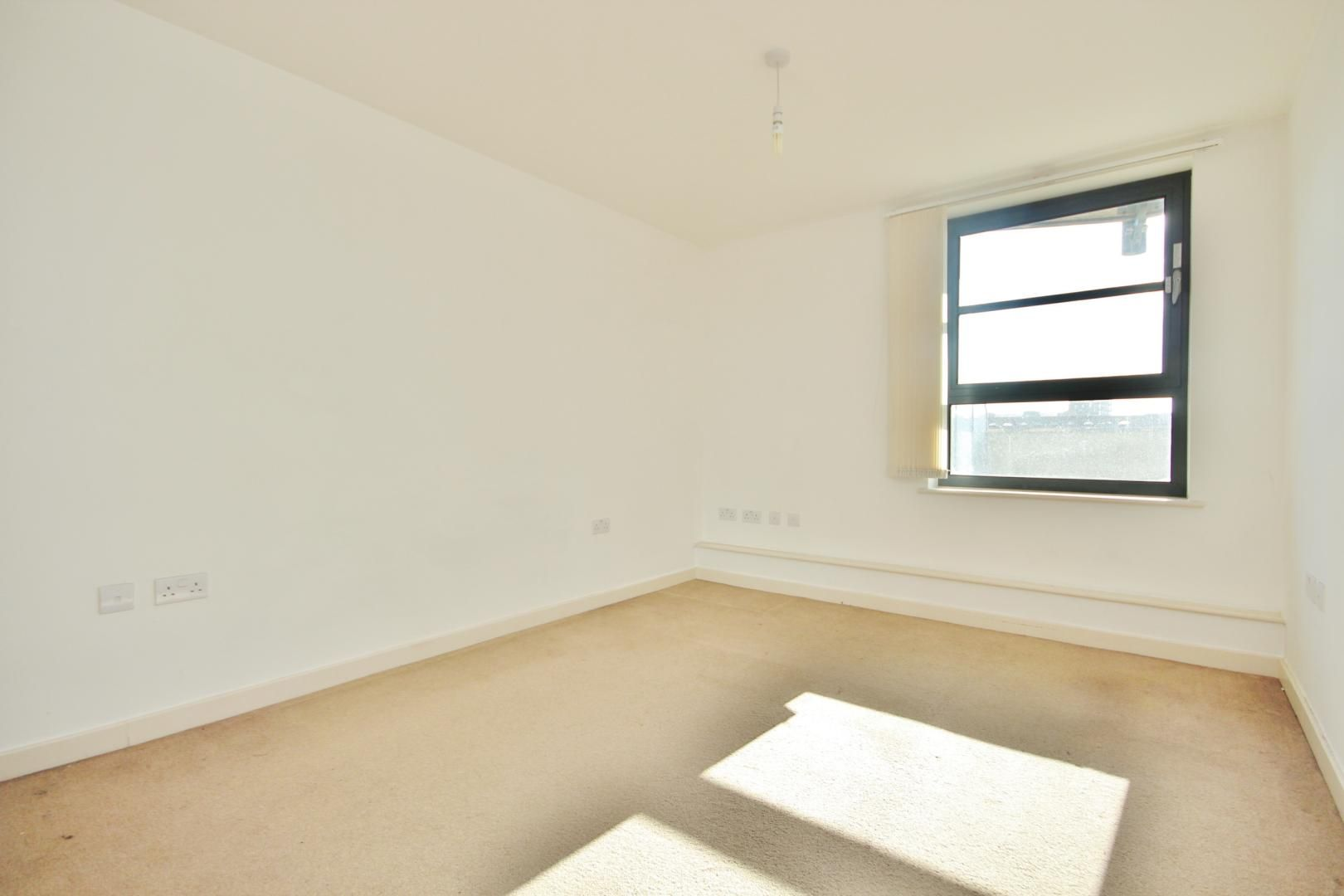 2 bed flat for sale in 600 Commercial Road  - Property Image 8