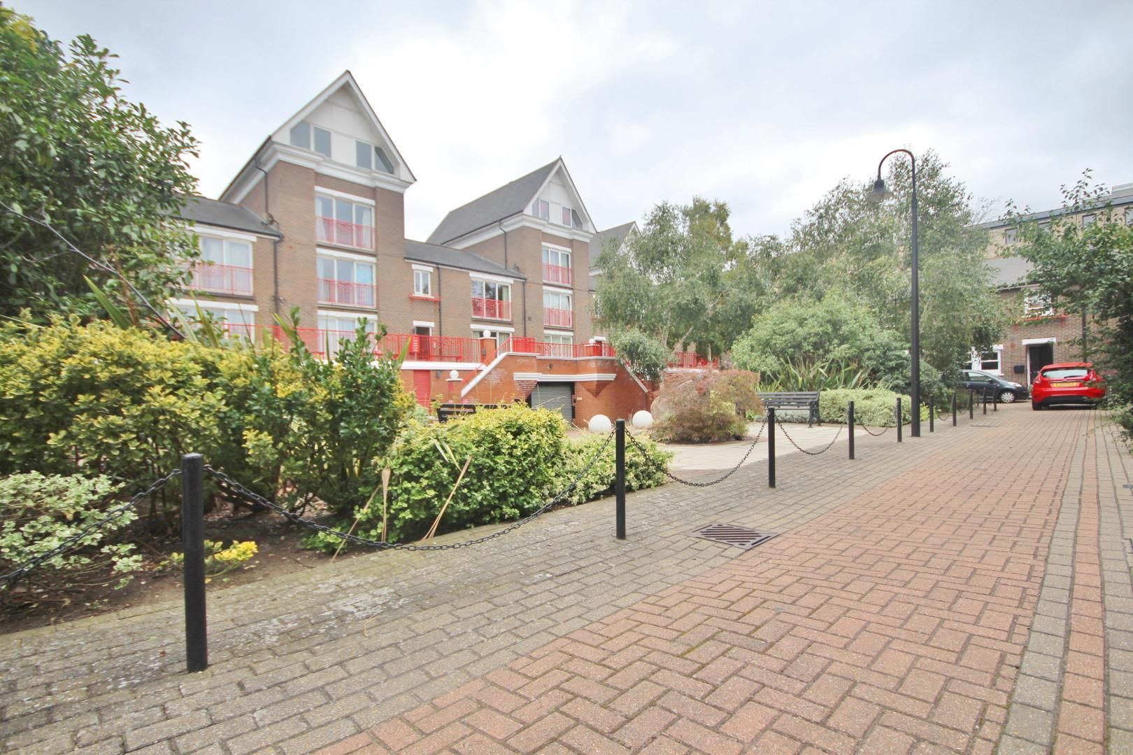 1 bed flat to rent in Lockesfield Place  - Property Image 2