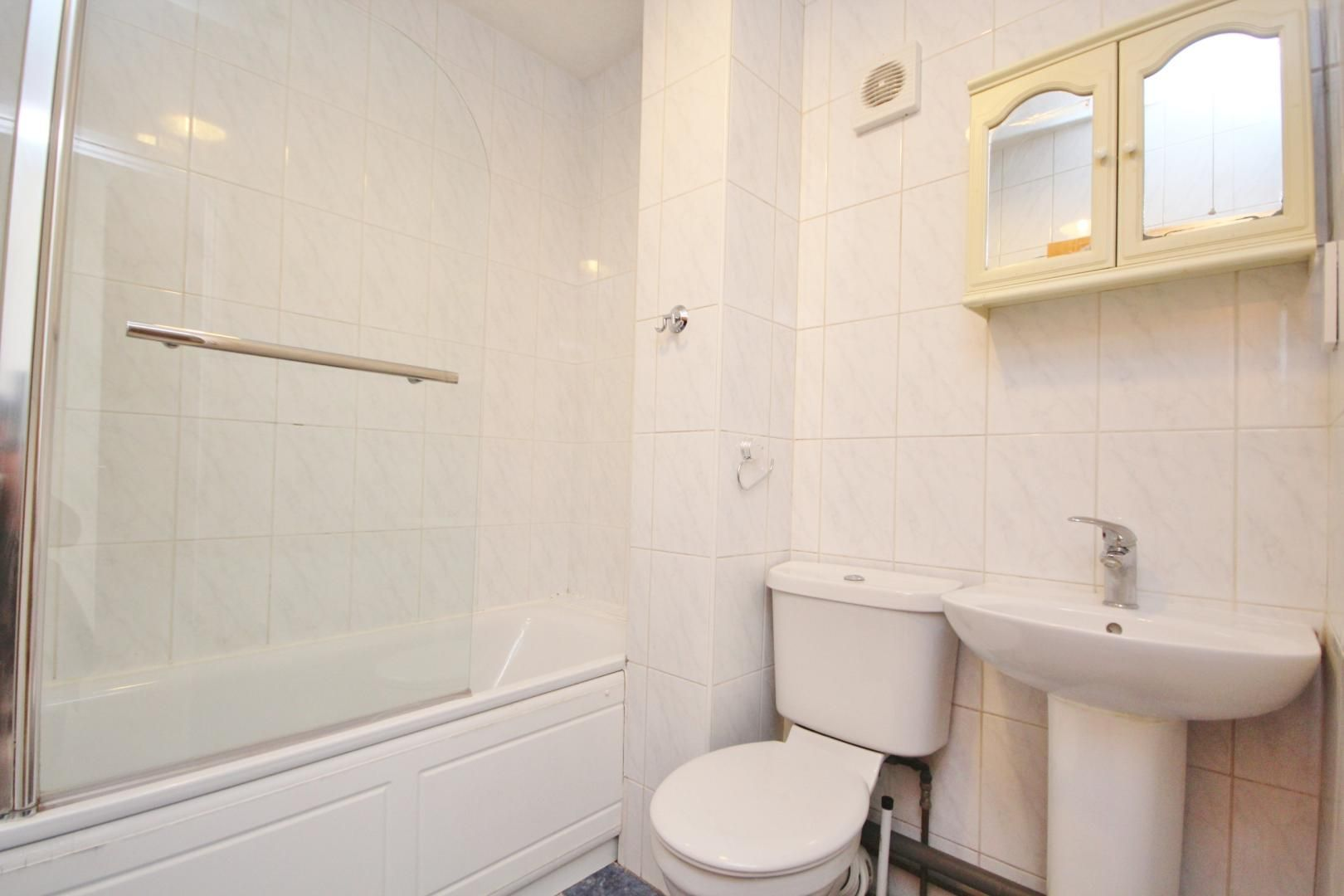 1 bed flat to rent in Lockesfield Place  - Property Image 5