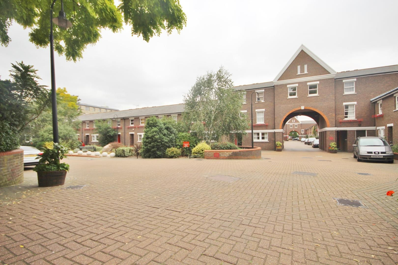 1 bed flat to rent in Lockesfield Place  - Property Image 6
