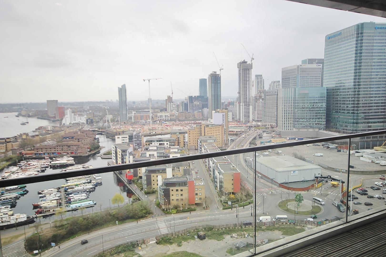 2 bed flat to rent in Wharfside Point South, E14